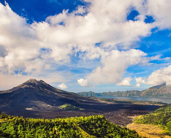 Вулкан Батур в августе