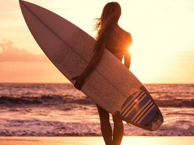 Comparison of surfing schools with English-speaking instructors in Bali