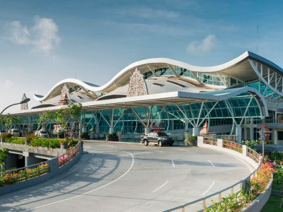 Трансфер из/в аэропорт Бали, трансфер от отеля/виллы до аэропорта острова Бали, комфортабельный трансфер для небольших и больших групп туристов